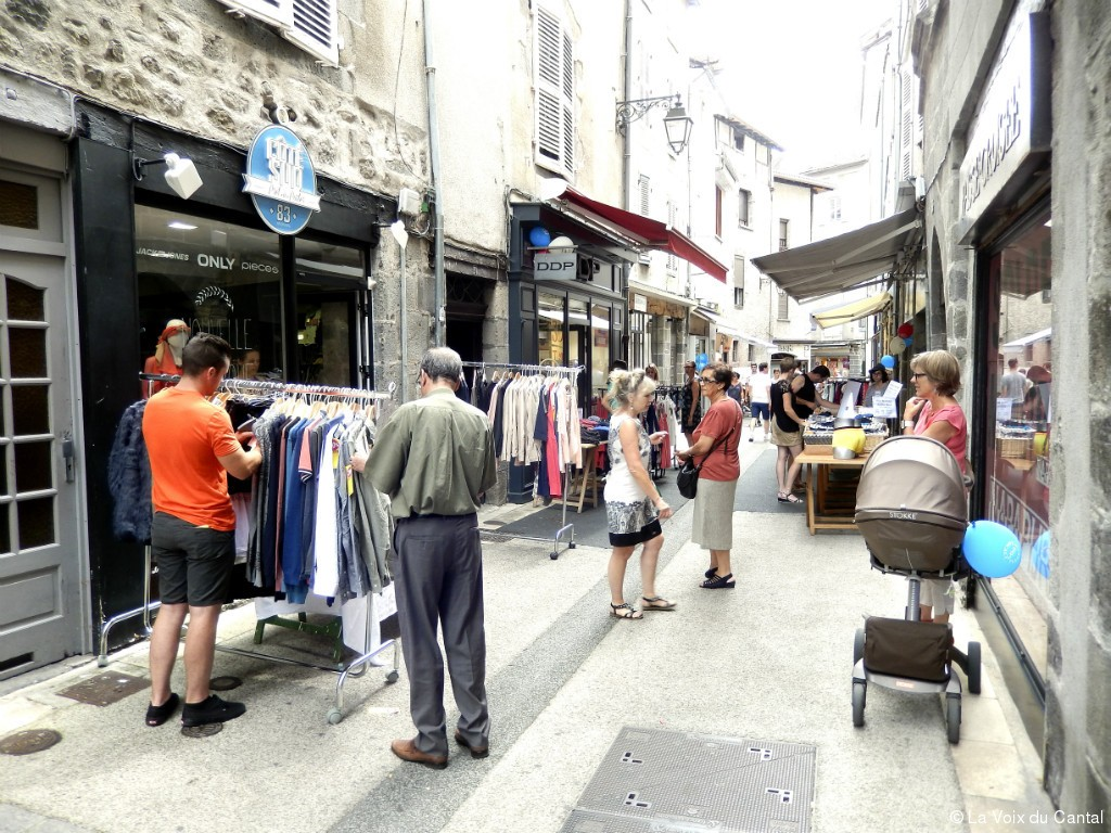 Aurillac une grande braderie 100 cantal 100 local for Cash piscine aurillac